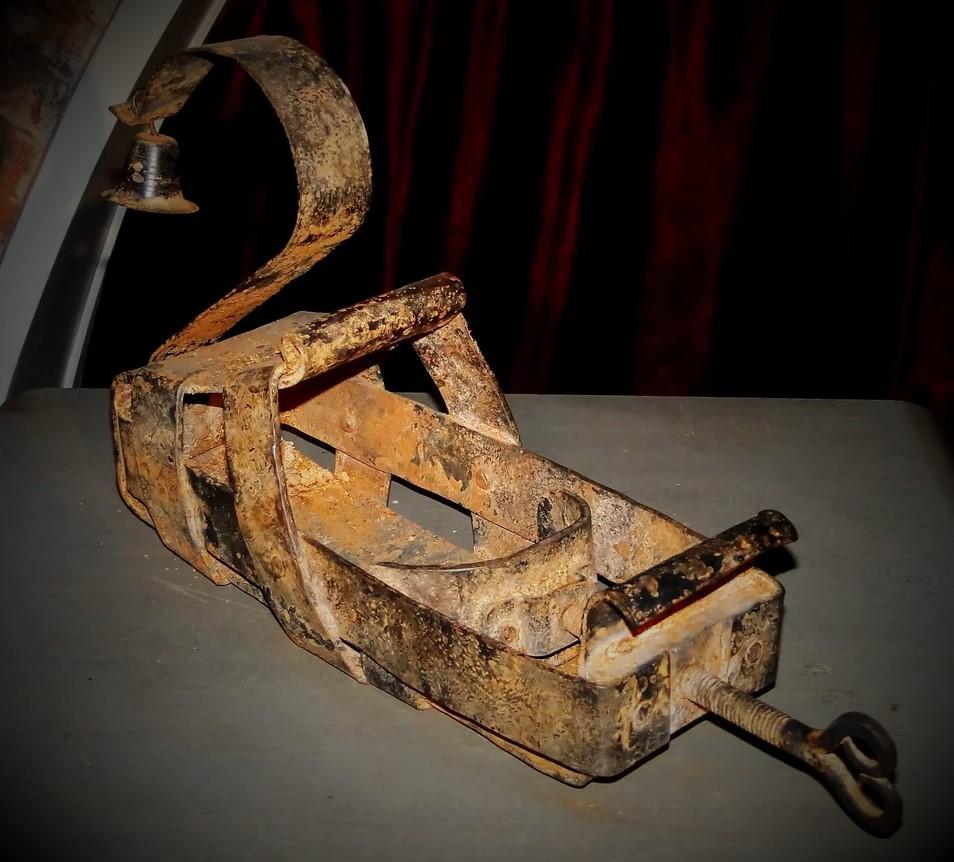 Орудие пытки - испанский сапог